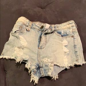 Women's high-waisted distressed shorts